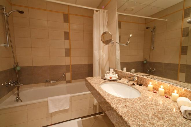 Monika Centrum Hotels - Riga - Bathroom
