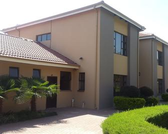 Ikaze Guest Lodge - Boksburg - Building
