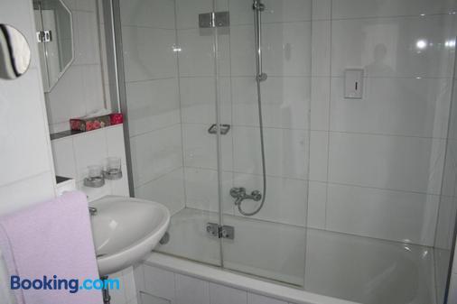 Hotel Regina - Darmstadt - Bathroom