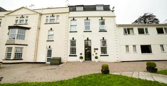 OYO Flagship Winford Manor - Bristol - Building