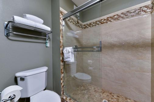 Comfort Suites Airport - Tukwila - Bathroom
