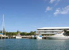 Flamingo Bay Hotel & Marina at Taino Beach - Freeport - Buiten zicht