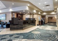 Clarion Hotel & Suites - Brandon - Recepción