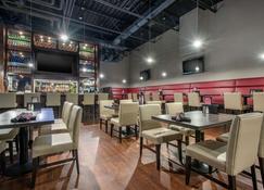 Clarion Hotel & Suites - Брэндон - Ресторан