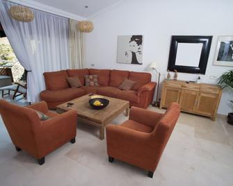 Grantauro Casa - Taurito - Living room