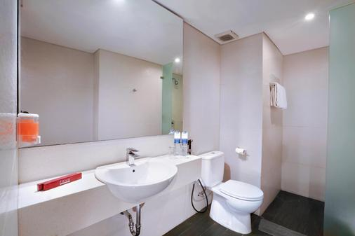 Favehotel Tanah Abang - Cideng - Jakarta - Kamar Mandi