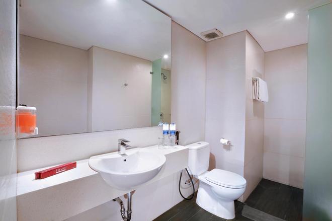 Favehotel Tanah Abang - Cideng - Jakarta - Bathroom