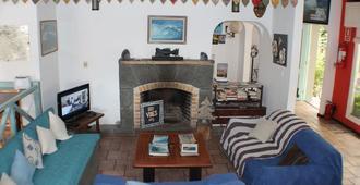 Tas D Viaje Hostel - Surfcamp - Suites - פונטה דל אסטה - סלון