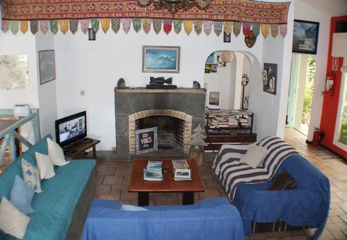 Tas D Viaje Hostel - Surfcamp - Suites - Punta del Este - Living room