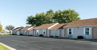 Rodeway Inn & Suites - Austin - Gebäude