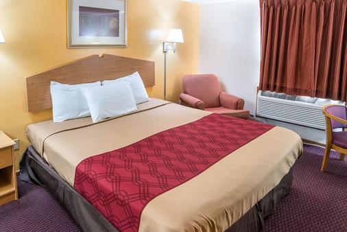 Rodeway Inn & Suites - Austin - Schlafzimmer