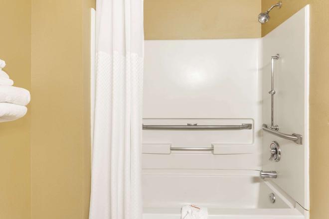 夏洛特遊樂園速 8 酒店 - 夏洛特 - 夏洛特(北卡羅來納州) - 浴室