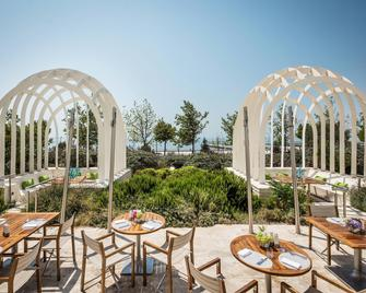 Baku Marriott Hotel Boulevard - Baku - Patio