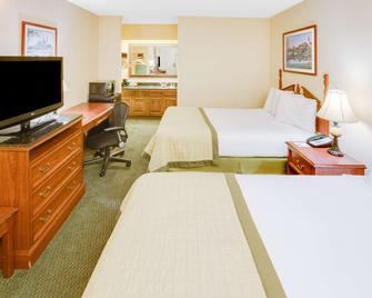 Baymont by Wyndham Ozark - Ozark - Bedroom