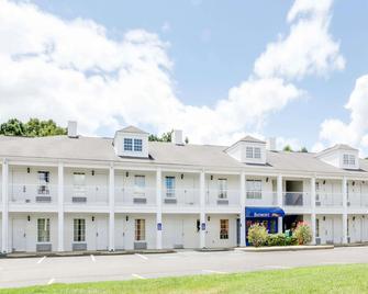 Baymont by Wyndham Ozark - Ozark - Building