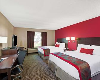 Ramada Hotel & Conference Center by Wyndham Columbus - Columbus - Ložnice