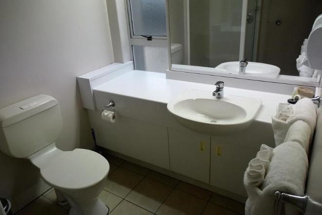 Absolute Lake View Motel - Taupo - Bathroom