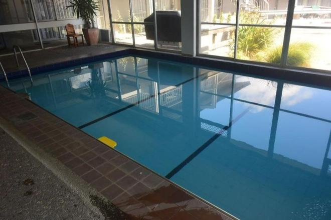 Absolute Lake View Motel - Taupo - Pool