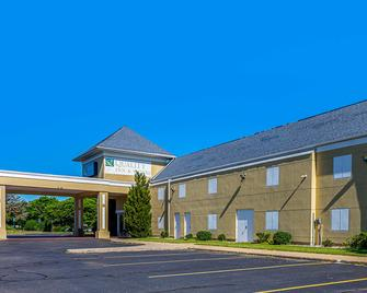 Quality Inn and Suites - Coldwater - Building