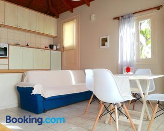 12 Gods Resort - Pylos - Wohnzimmer