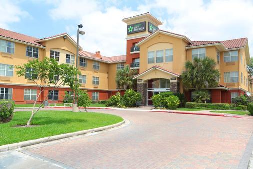 Extended Stay America -Houston-Med Ctr-Nrg Pk-Braeswood Blvd - Houston - Building