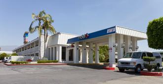 Motel 6 Claremont Ca - Claremont - Building