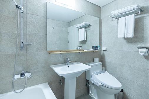 Tower Hill Hotel - Busan - Phòng tắm