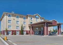 Days Inn & Suites by Wyndham Cochrane - Cochrane - Edificio