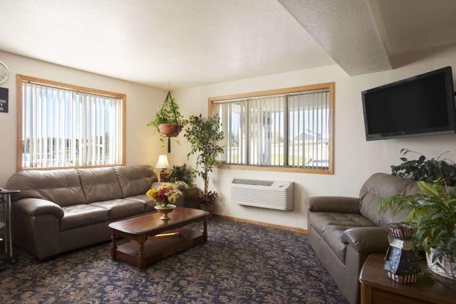 Super 8 by Wyndham Johnstown - Johnstown - Living room