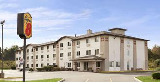Super 8 by Wyndham Johnstown - Johnstown