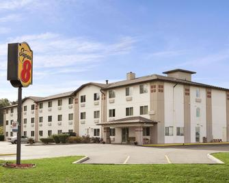 Super 8 by Wyndham Johnstown - Johnstown - Building