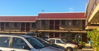 Crown Lodge Motel Oakland - Oakland - Building