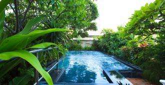 Nana Hotel - Bangkok - Piscine