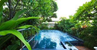 Nana Hotel - Bangkok - Pool