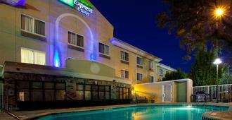 Holiday Inn Express & Suites Jacksonville - Blount Island - ג'קסונוויל - בניין