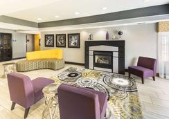 Days Inn & Suites by Wyndham Union City - Union City - Lounge