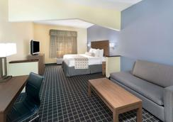 Days Inn & Suites by Wyndham Union City - Union City - Bedroom