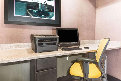 Days Inn & Suites by Wyndham Union City - Union City - Business centre