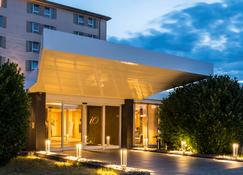 Best Western Plus iO Hotel - Schwalbach am Taunus - Building