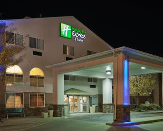 Holiday Inn Express & Suites Pierre-Fort Pierre - Fort Pierre - Building