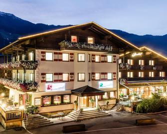 Hotel Standlhof - Uderns - Gebouw