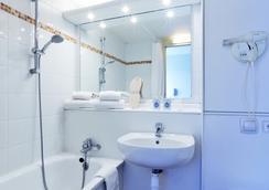 Kyriad Geneve - Saint-Genis-Pouilly - Saint-Genis-Pouilly - Bathroom