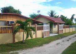 OYO 638 Randy's Bantayan Island Resort - Santa Fe - Building