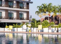 Socool Grand Hotel - Nang Rong - Bazén