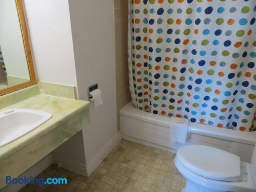 Westgate Inn - Edmonton - Bathroom