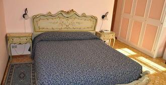 Albergo Parmigiano - Novara - Bedroom