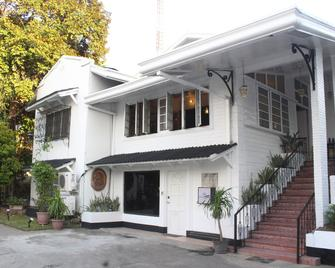 The White Bed And Breakfast Bacolod - Bacolod - Building