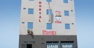 Hostal El Conquistador - Lima - Edificio