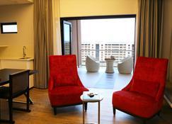 Room 50 Two - Gaborone - Wohnzimmer