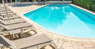 Ibis Nimes Ouest - Nimes - Pool